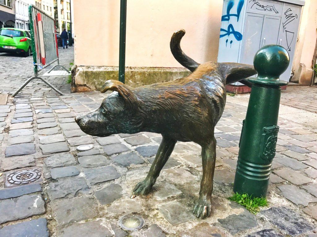 zinneken pis statue